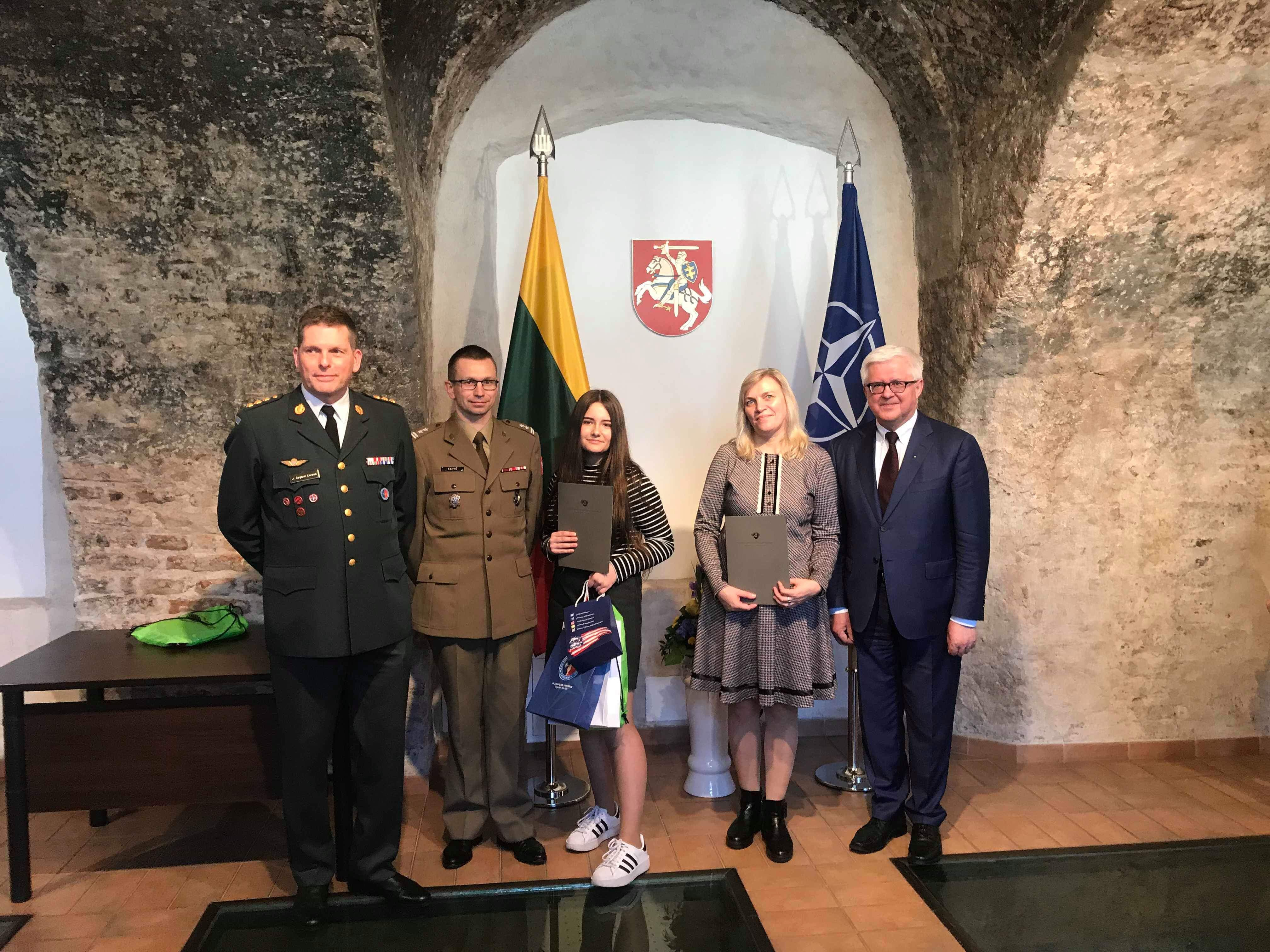 """Jaunųjų žurnalistų kursai: """"NATO: visi už vieną ir vienas už visus"""""""