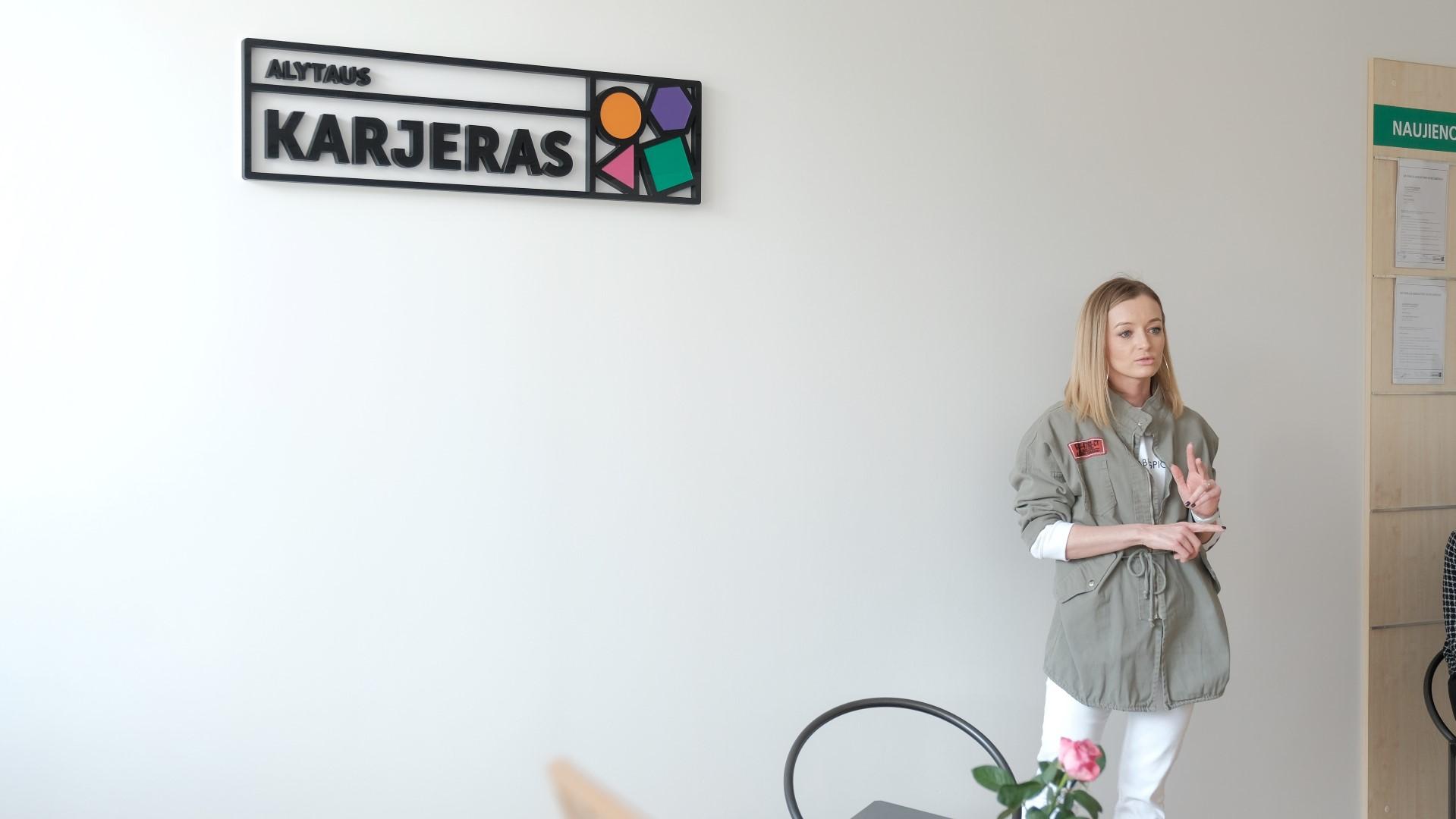 """Jaunųjų žurnalistų kursai: """"Šeštokė Ugnė apie susitikimą su žurnaliste Ugne"""""""