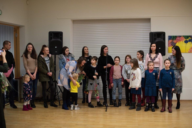 """Alytaus kultūros centre pristatyta Alytaus jaunimo centro mokytojos S. Kazlauskaitės ugdytinių darbų paroda """"Pirmas potėpis"""""""