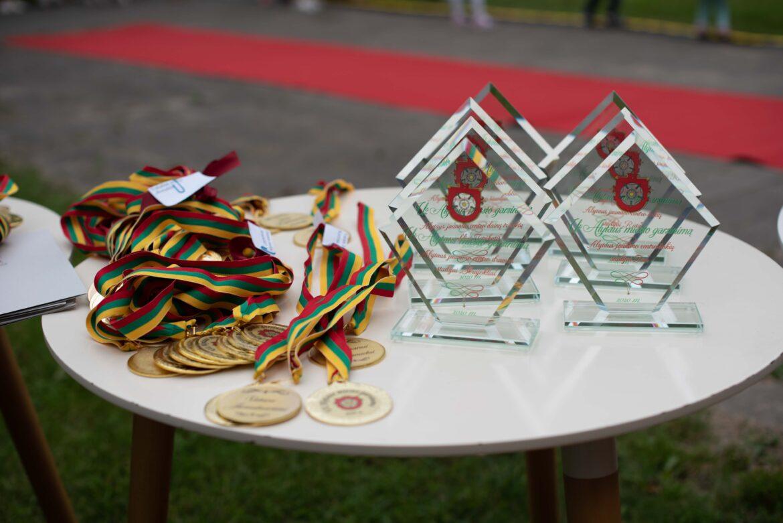 """""""Namai suARTina"""" ir Alytaus jaunimo centro ugdytinių apdovanojimai už Alytaus miesto vardo garsinimą"""